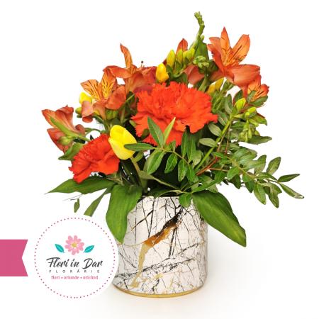 Florarie online Roman Aranjament cu alstroemeria, frezii, garoafe, lalele [0]
