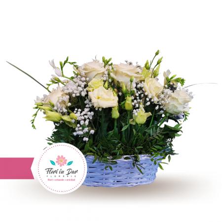 Aranjament cos trandafir frezie crizantema gipsofila eustoma [1]