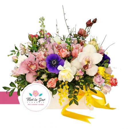 Aranjament cu cimbidium, frezie, lalele, eustoma, anemone, trandafiri livrare flori Roman [0]