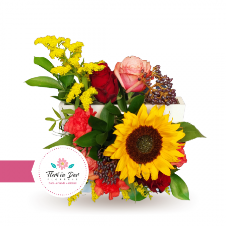 Aranjament cu trandafiri floarea soarelui solidago dianthus verdeata [1]