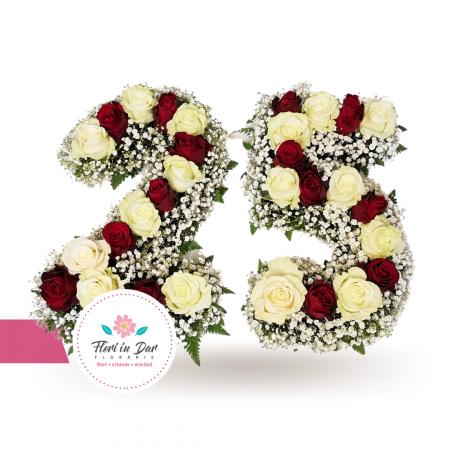 Aranjament floral forma numar cu trandafiri si gypsophilla [0]
