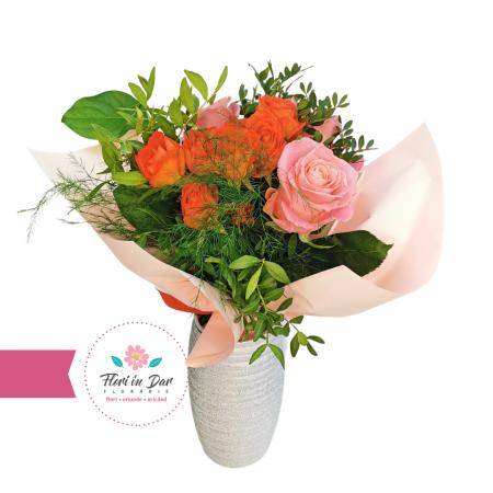 Buchet de trandafiri si miniroze florarie Roman [1]
