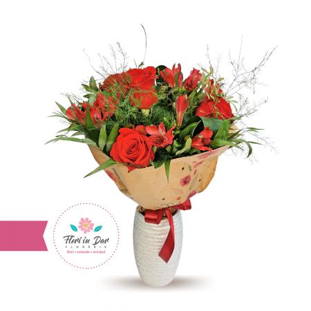 Livrare flori Roman Buchet cu trandafir și alstroemeria [0]