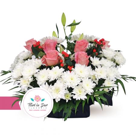 Jerba funerara cu crin crizantema trandafiri hipericum Roman [0]