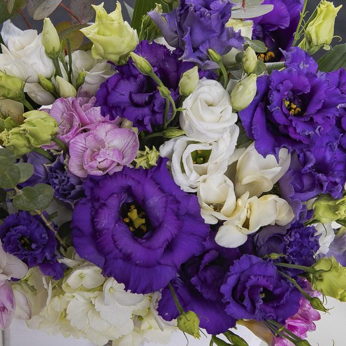 Aranjament cu flori in ladita [1]