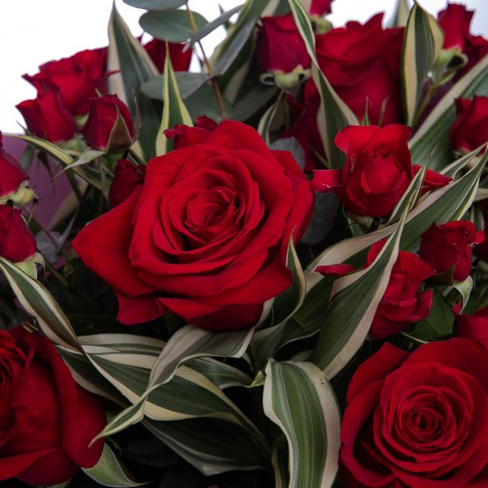 Buchet de flori cu trandafiri rosii [1]