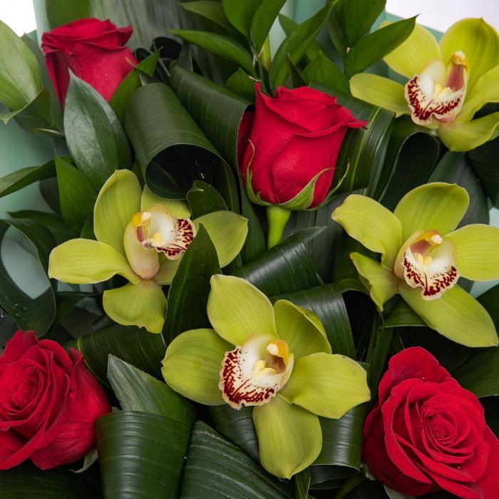 Buchet trandafiri si cymbidium [1]