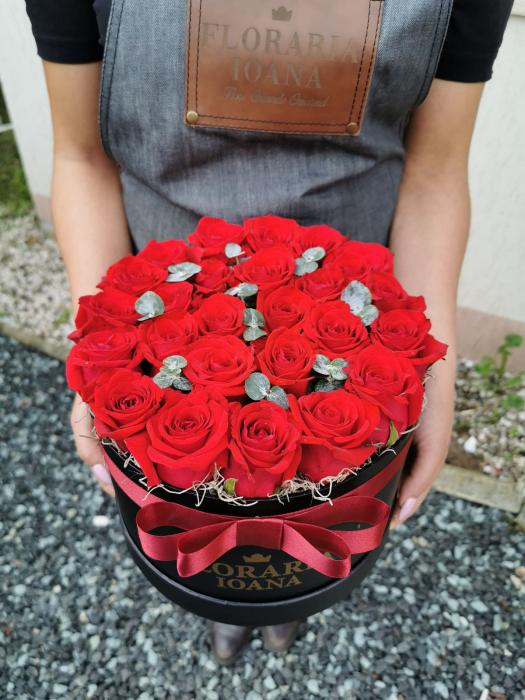 Cutie cu 25 trandafiri rosii [0]
