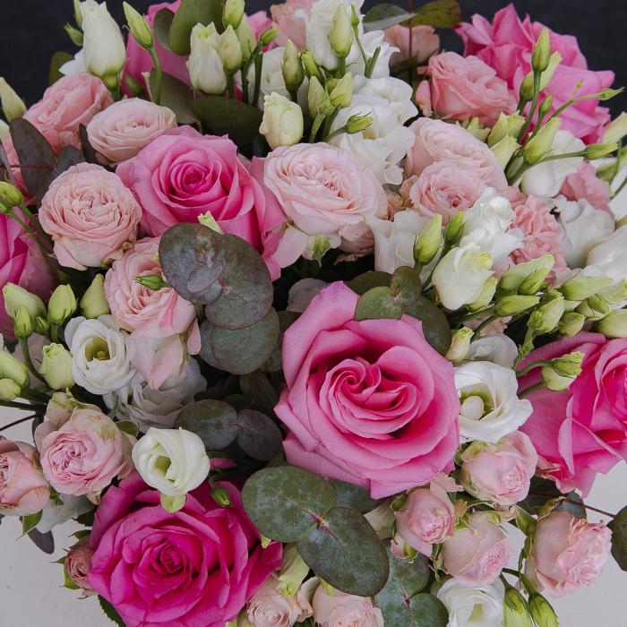 Cutie cu trandafiri roz si eustoma [1]