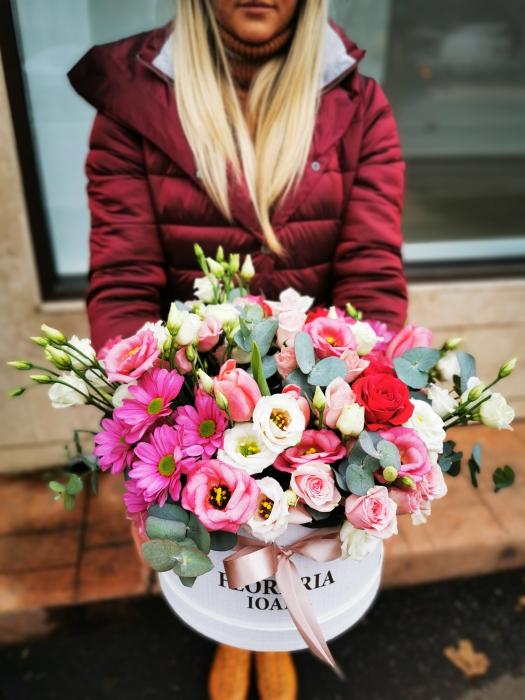 Aranjament floral in cutie cu flori mixte [0]