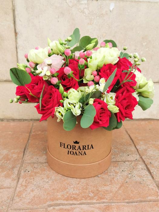 Cutie cu trandafiri si lisianthus [0]