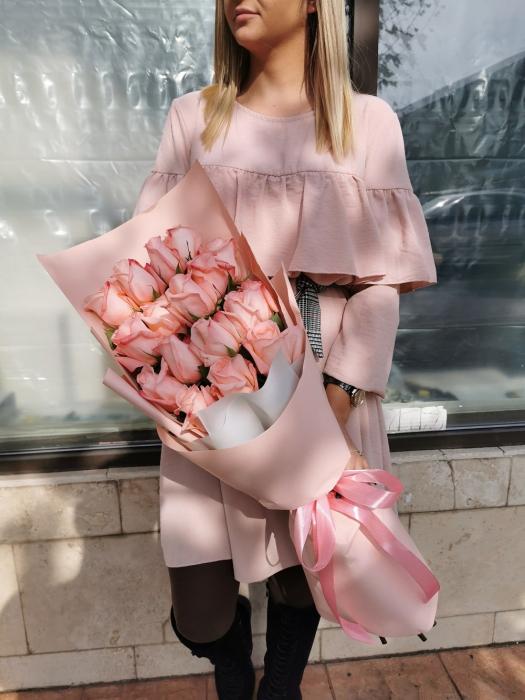 Buchet 17 trandafiri roz [1]