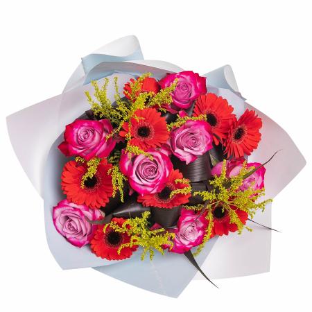 Buchet cu trandafiri mov si gerbera [1]