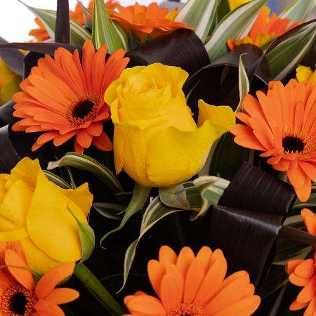 Buchet de flori cu gerbera si trandafiri [1]