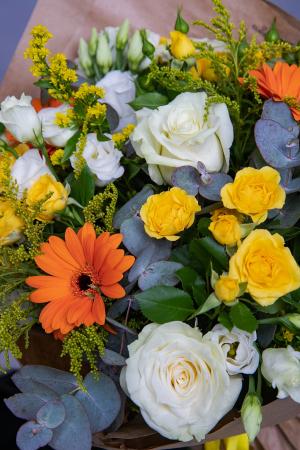 Buchet trandafiri albi si minirosa [1]