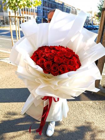 Buchet 65 trandafiri rosii [1]