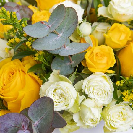 Cutie cu trandafiri galbeni si minirosa [1]