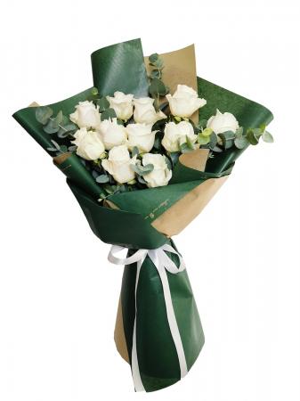 Buchet cu trandafiri albi si eucalipt [0]