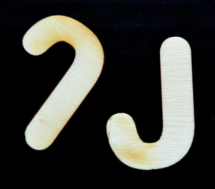 "Litera din lemn ""J"""
