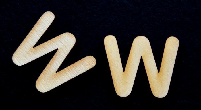 "Litera din lemn ""W"" - 3.2 x 3.9 x 0.2 cm 1"