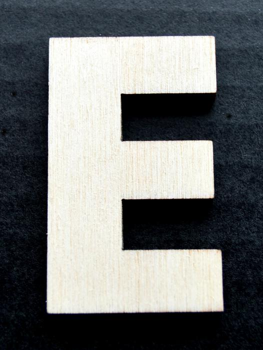 "Litera din lemn ""E"" 0"