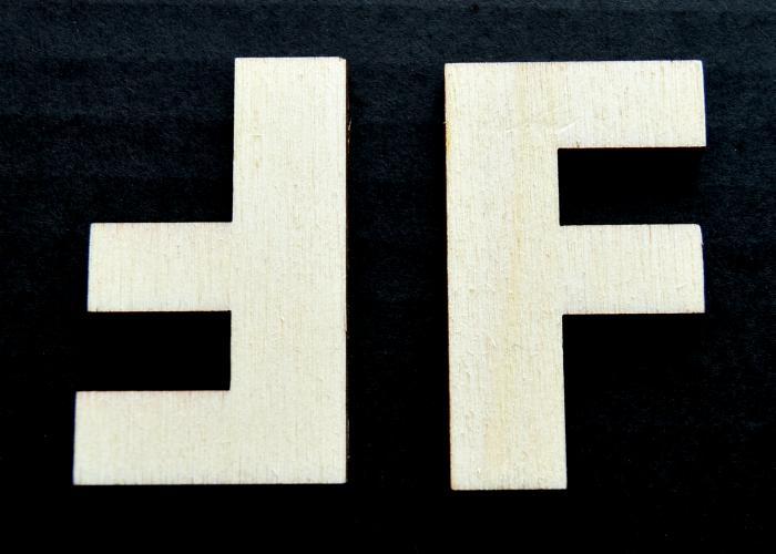 """Litera din lemn """"F"""" 1"""