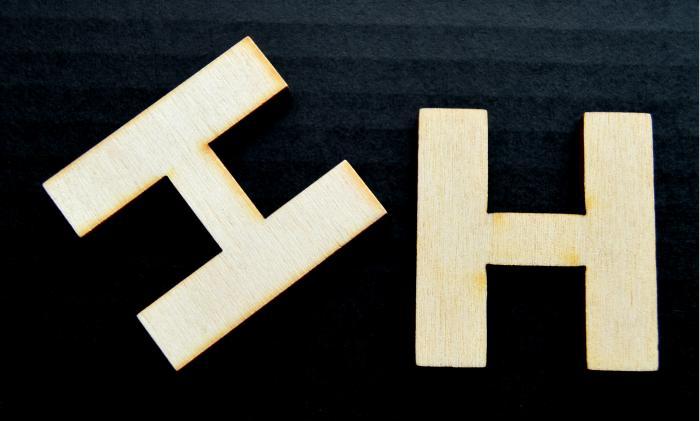 "Litera din lemn ""H"" 1"