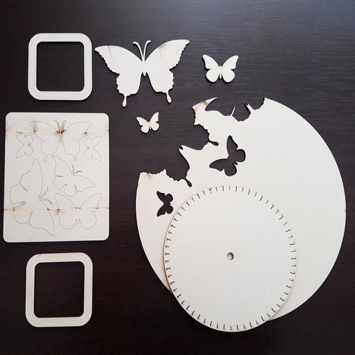 Cadran ceas din lemn cu fluturi