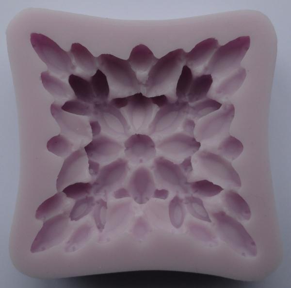 Mulaj din silicon, brosa floare