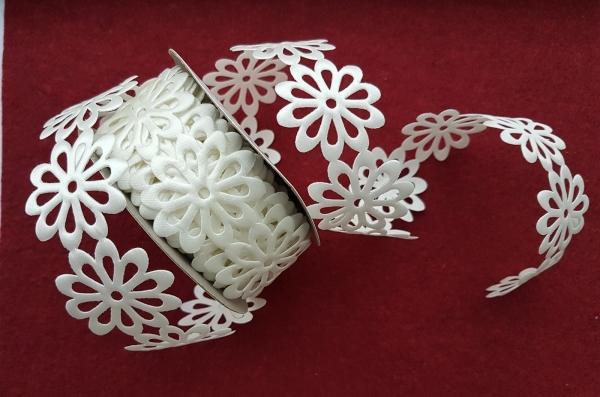 Dantela flori saten alb 0