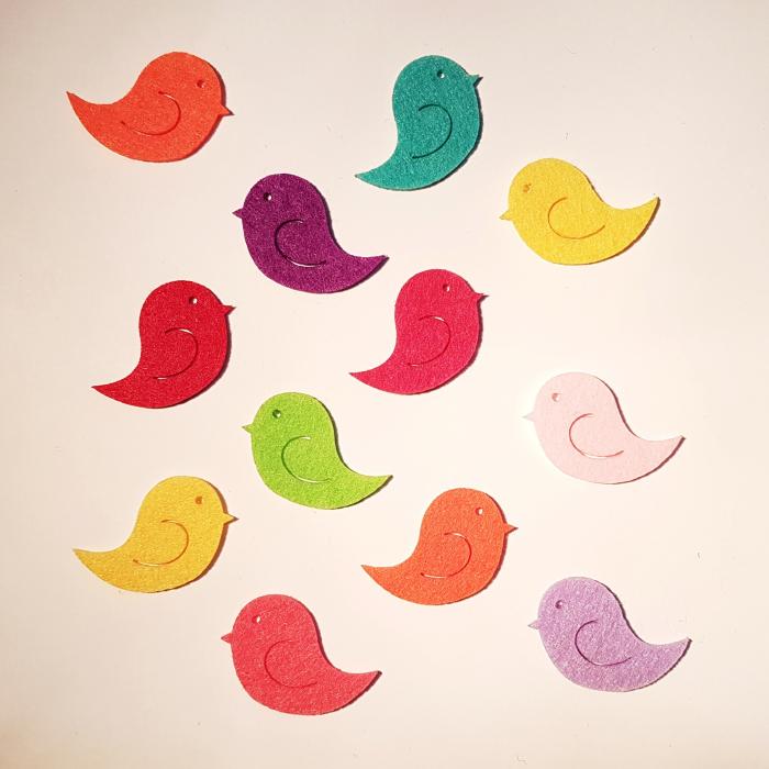 Figurine din fetru in forma de pasari colorate mici