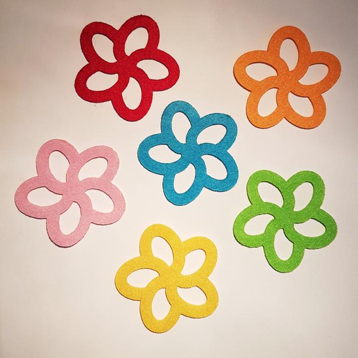Figurine din fetru in forma de floare 0
