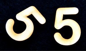 "Cifra din lemn ""5"" - 3.2 x 2.2 x 0.2 cm1"