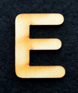 "Litera din lemn ""E"" - 3.2 x 2.4 x 0.2 cm0"