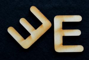 "Litera din lemn ""E"" - 3.2 x 2.4 x 0.2 cm1"
