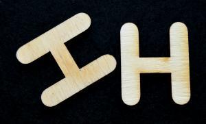 "Litera din lemn ""H"" - 3.2 x 2.7 x 0.2 cm"