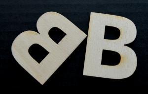 "Litera din lemn ""B"" - 4.5 x 3.5 x 0.4 cm1"