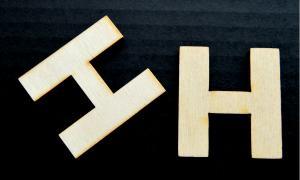 "Litera din lemn ""H"" - 4.5 x 4.1 x 0.4 cm1"