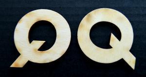 """Litera din lemn """"Q"""" - 4.5 x 5.4 x 0.4 cm1"""