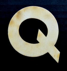 """Litera din lemn """"Q"""" - 4.5 x 5.4 x 0.4 cm0"""