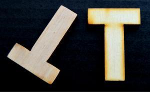 """Litera din lemn """"T"""" - 4.5 x 3.2 x 0.4 cm1"""