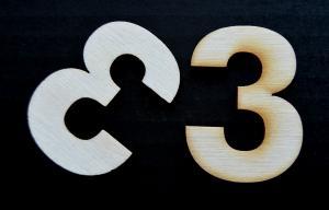 "Cifra din lemn ""3"" - 4.5 x 3.4 x 0.4 cm1"