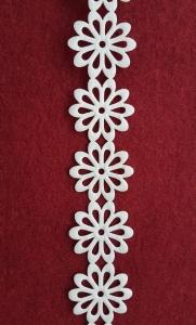 Dantela flori saten alb1
