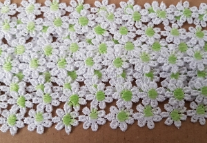 Dantela floricele cu miez  vernil 9.5m