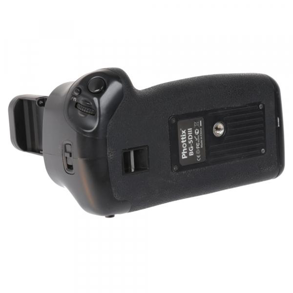 Canon EOS 5D Mark III body + Phottix Grip BG-5DIII (S.H.) 9