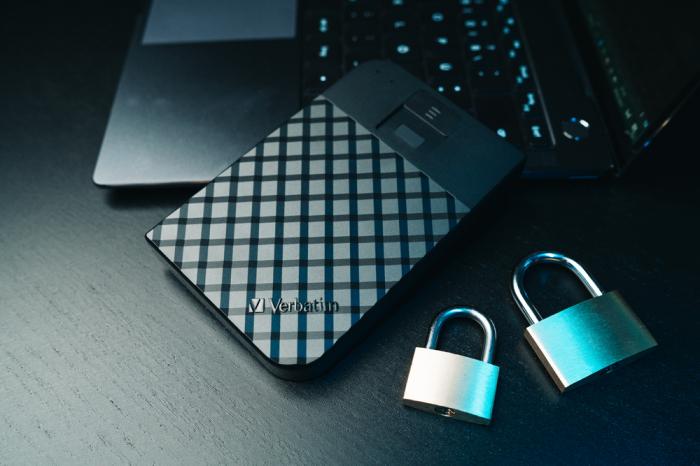Verbatim Fingerprint Secure Portable Hard Drive 2TB - HDD extern cu scanare de amprenta [9]