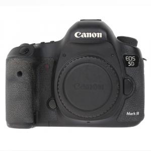 Canon EOS 5D Mark III body + Phottix Grip BG-5DIII (S.H.)2