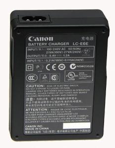 Canon LC-E6 , incarcator pentru acumulatorul LP-E61