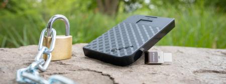 Verbatim Fingerprint Secure Portable Hard Drive 2TB - HDD extern cu scanare de amprenta [7]