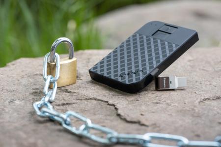 Verbatim Fingerprint Secure Portable Hard Drive 2TB - HDD extern cu scanare de amprenta [0]